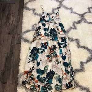 Dresses & Skirts - Really cute flowy dress for summer!🏝☀️
